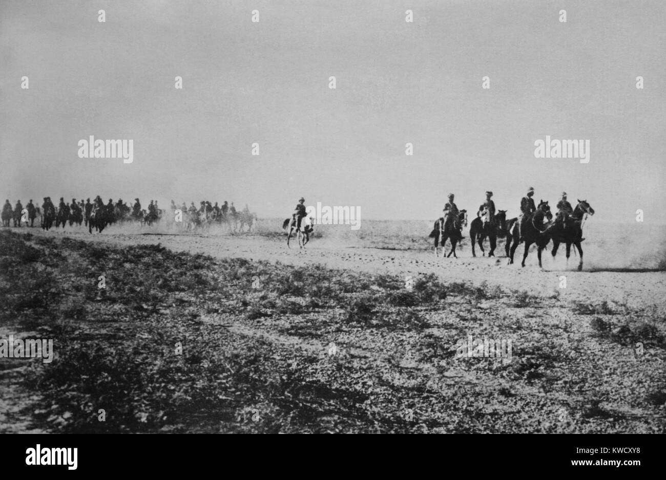 Anglo-Indian cavalry in the desert on the Tigris River in Iraq during World War I. In 1915 they advanced to Ctesiphon - Stock Image
