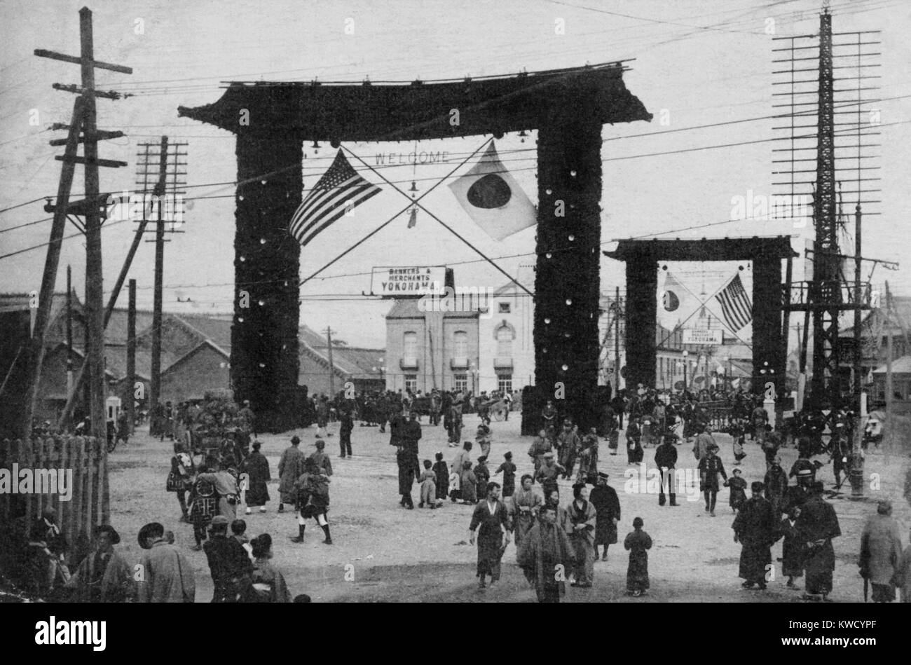 Decorated gates in Yokohama, with flags of the US and Japan, Oct. 1908. Japanese postcard commemorates the Great - Stock Image