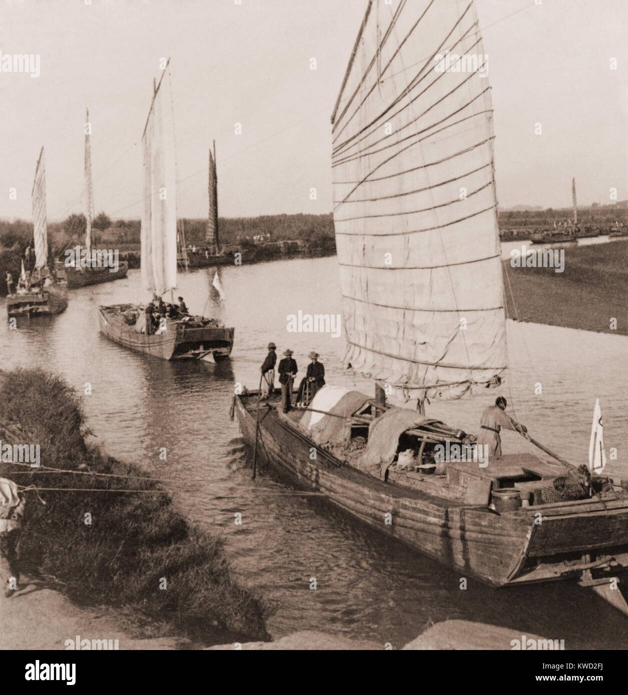 US Army commandeered junks for transport to Beijing by during the Boxer Rebellion, Aug. 1900. The supplies were - Stock Image