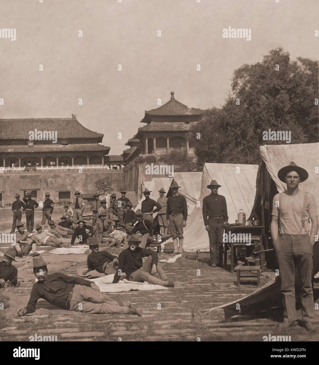 Ninth U.S. Infantry in Camp, in the court of the Forbidden City, Beijing, China, Aug.-Sept, 1900. The 9th Infantry - Stock Image