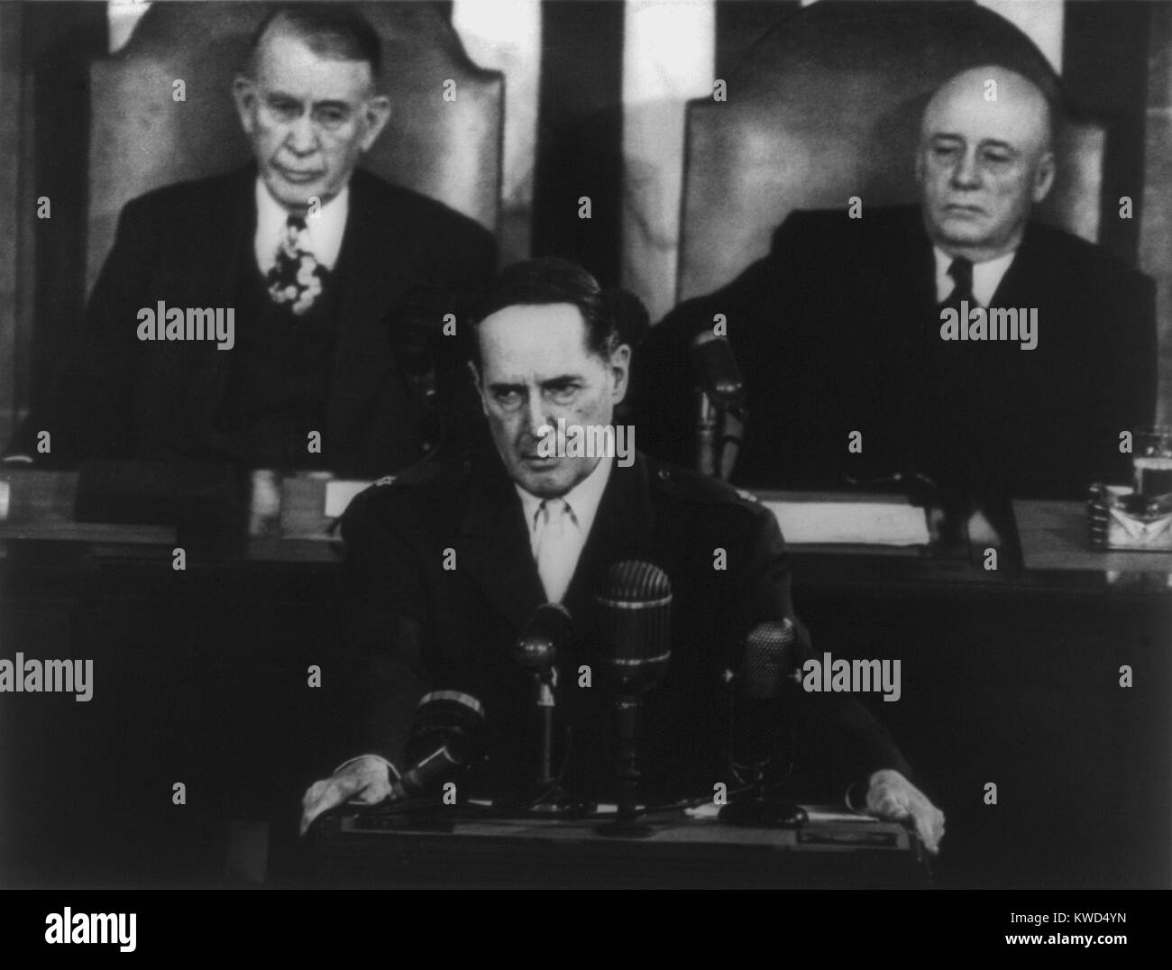 Gen. Douglas MacArthur delivering his farewell address to a joint session of Congress. Behind him are Vice-President - Stock Image