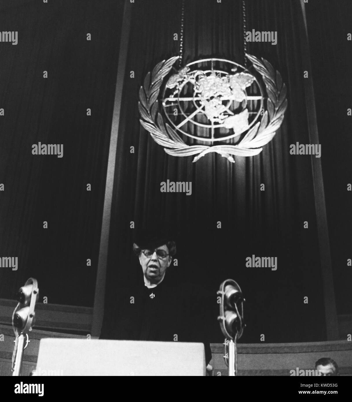 Eleanor Roosevelt speaking before United Nations in Central Hall, Westminster, London. The former first lady was - Stock Image
