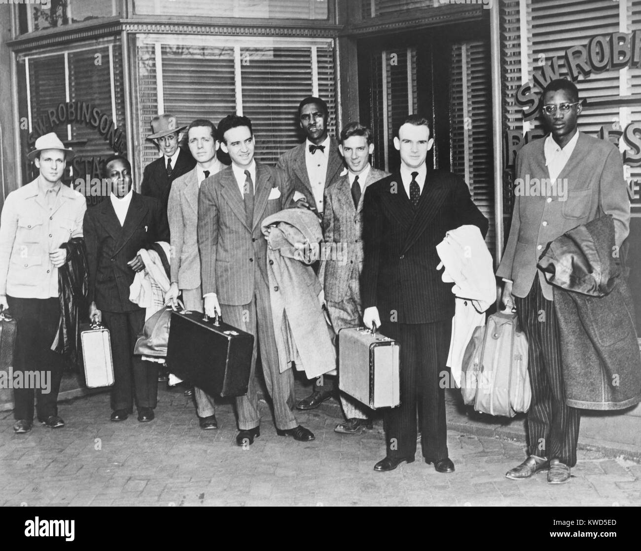 The first 'Freedom Riders' holding suitcases outside the office of Attorney S.W. Robinson. Richmond, Virginia - Stock Image