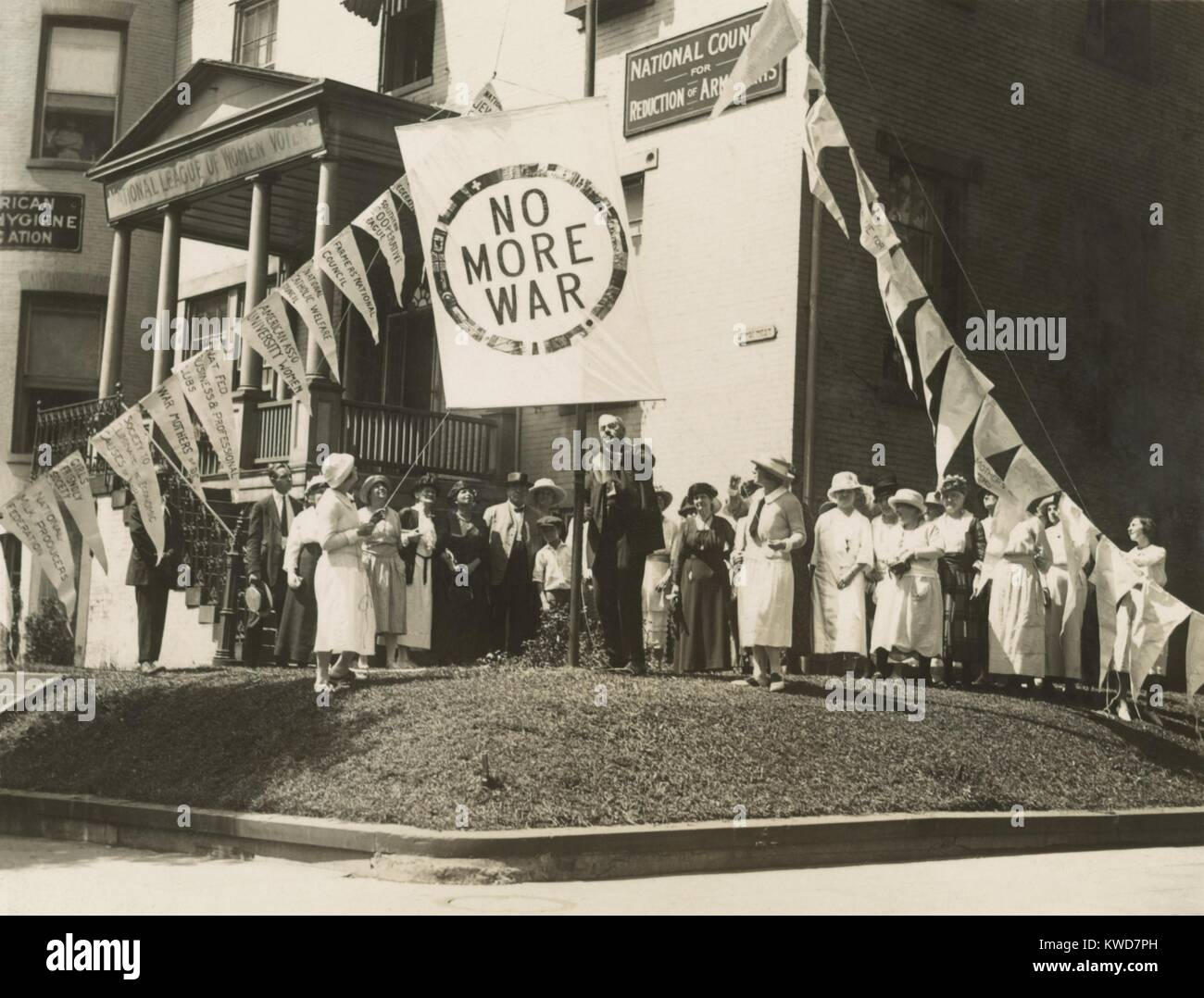 Raising the 'No More War' banner over the HQ of the Council for Limitation of Armaments. July 29,1922. Attending - Stock Image