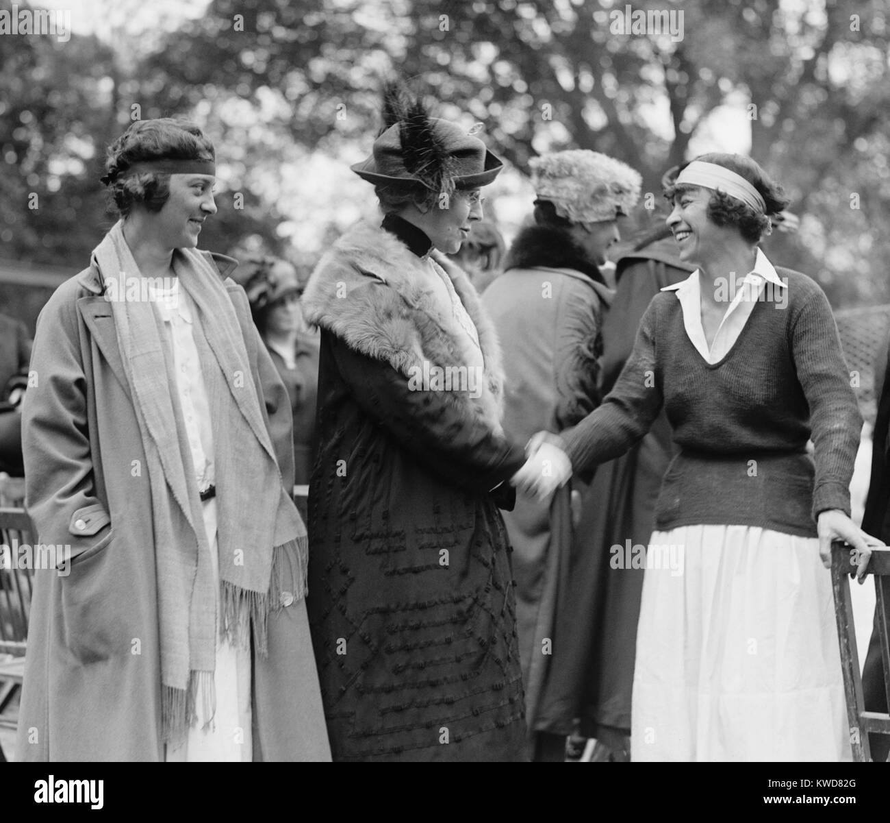 First Lady Florence Harding shaking hands with tennis champion, Molla Mallory. Marion Jessup looks on at the White - Stock Image