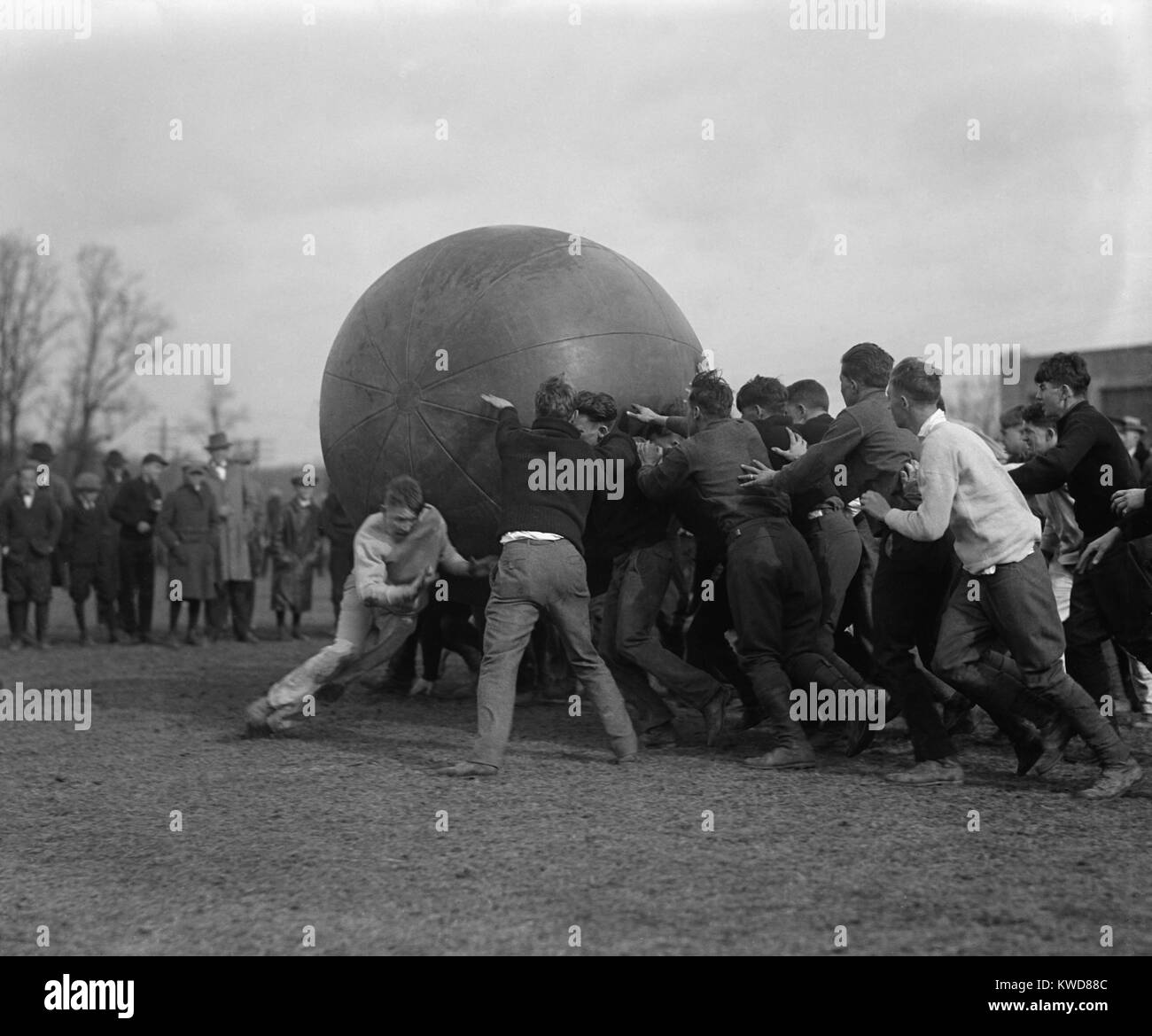 Pushball game at Maryland State College, 1923. Pushball was played by two teams on a field with a 6 feet diameter - Stock Image