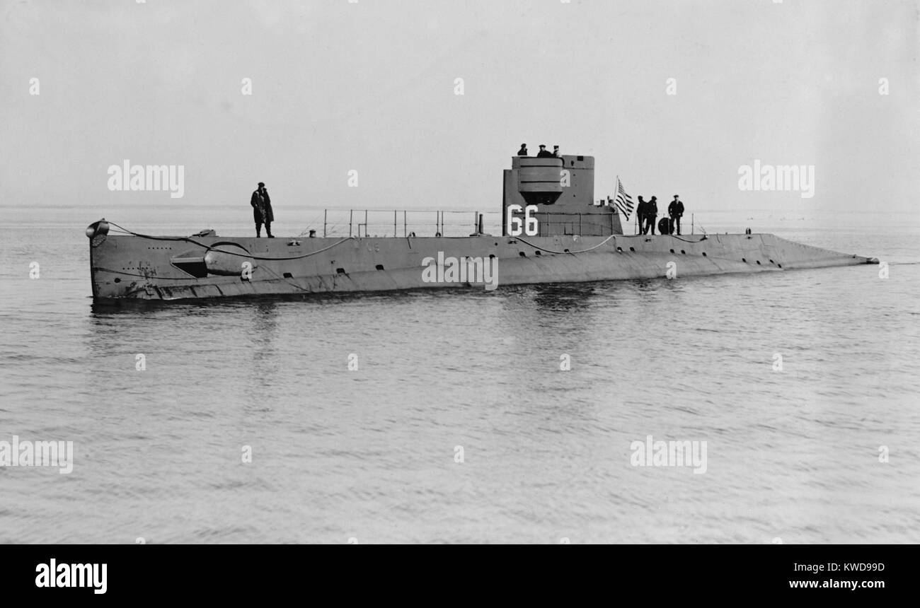 USS O-5 (SS-66) was one of 16 O-class submarines built for the U.S. Navy during World War 1. In 1921 the sub patrolled Stock Photo