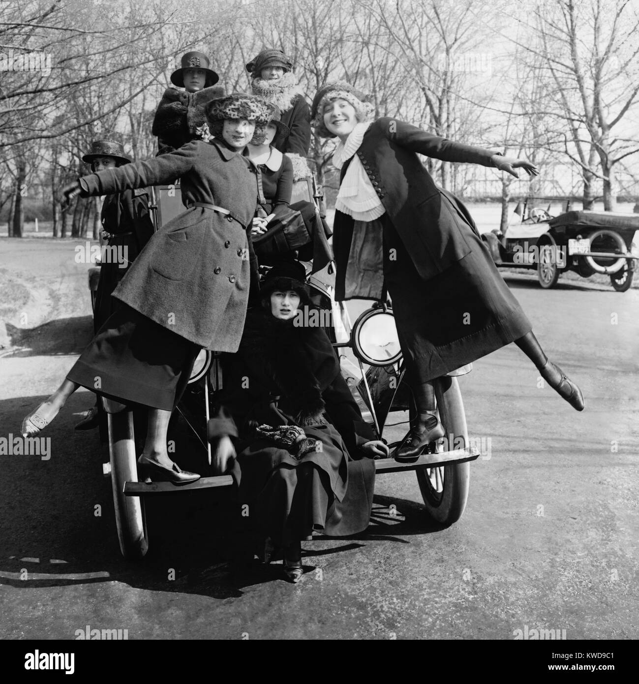 Greenwich Village Girls, an entertainment troupe, pose on a car for Lanza Motor Car Company. Washington, D.C. ca. - Stock Image