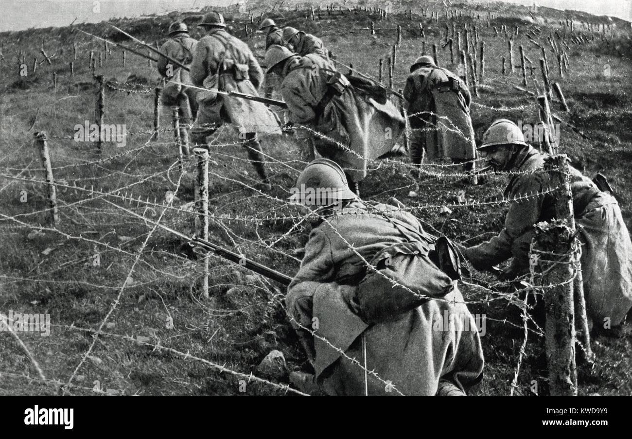World War 1: Battle of Verdun. French soldiers crawling through ...