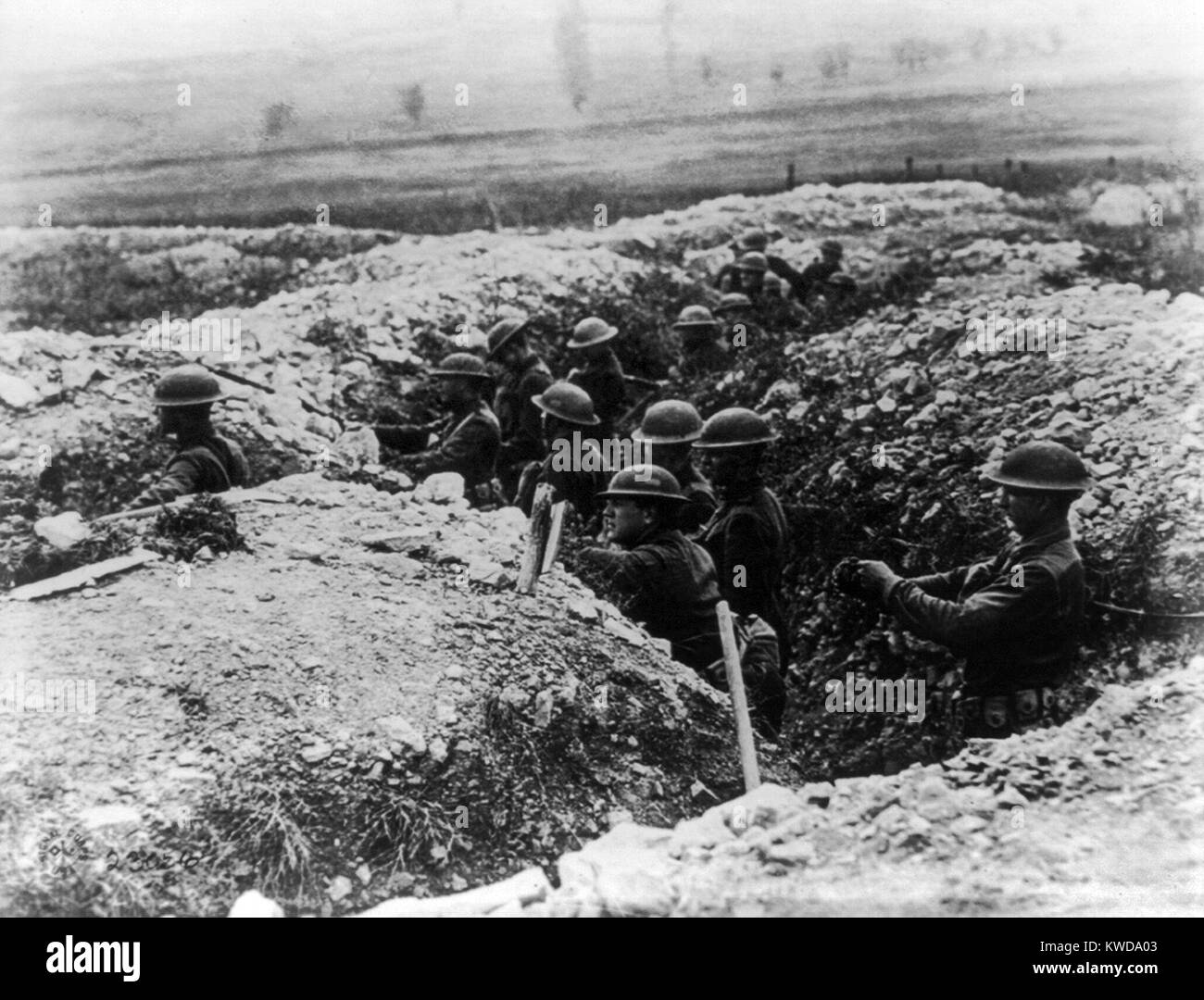 World War 1. U.S. troops take up a position in the trenches near Verdun, France. The Valley of the Meuse, where - Stock Image