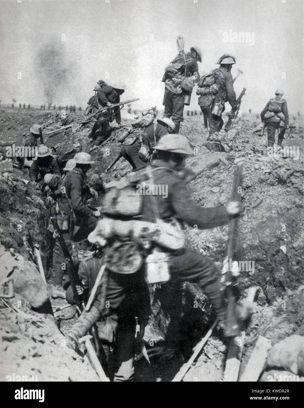 World War 1. Battle of Arras (April 9-12, 1917). The second wave of British infantry leaves their trenches. The - Stock Image