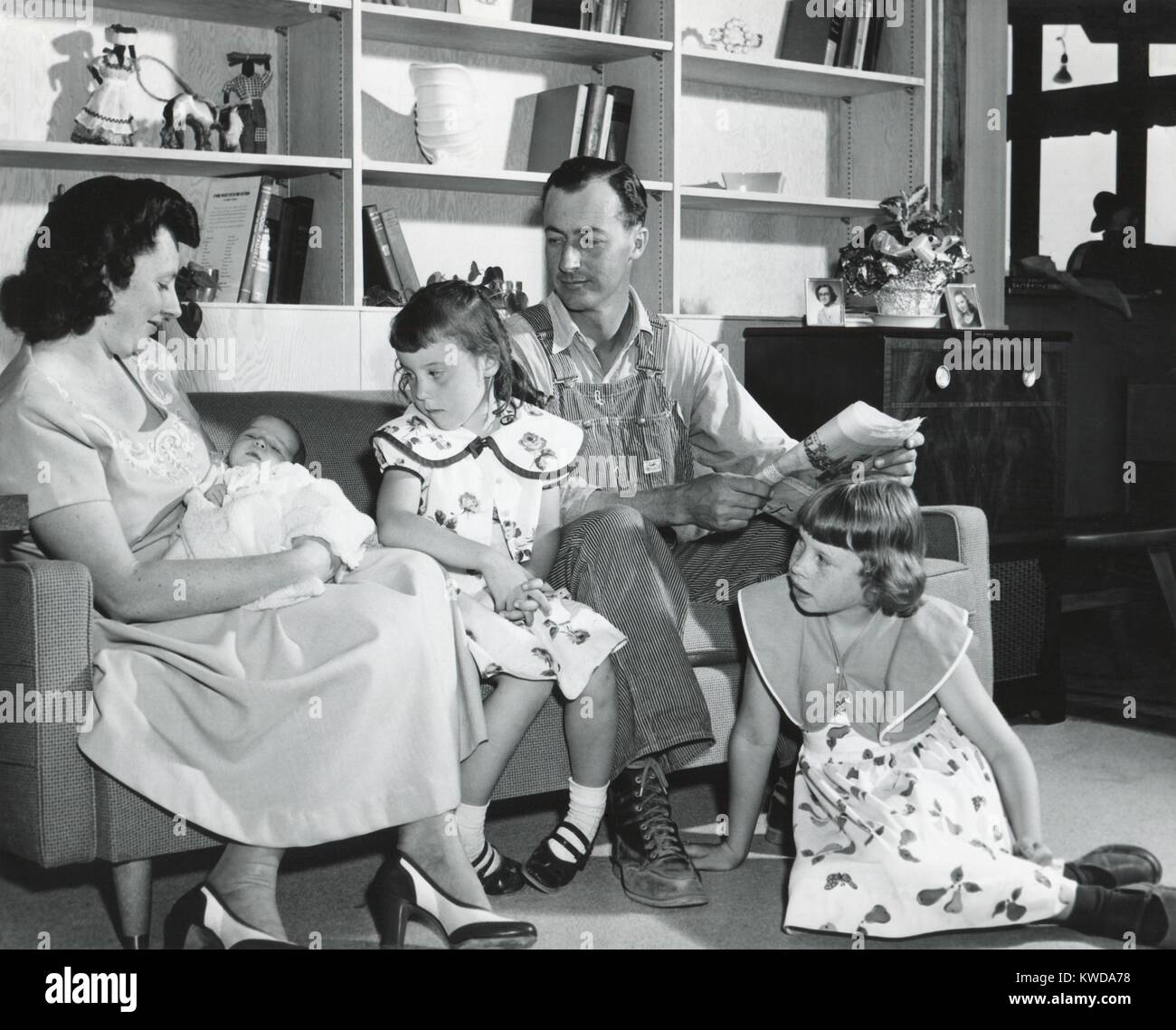 family life 1950s stock photos family life 1950s stock images alamy. Black Bedroom Furniture Sets. Home Design Ideas