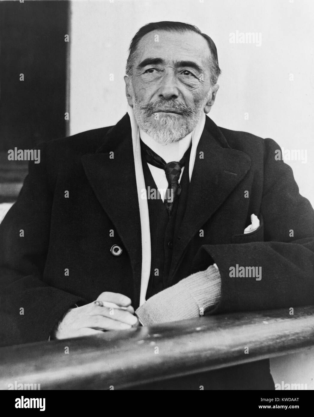 Joseph Conrad, arriving in N.Y. on the S.S. Tuscani, 1923. The Polish born British writer, brought a non-English - Stock Image