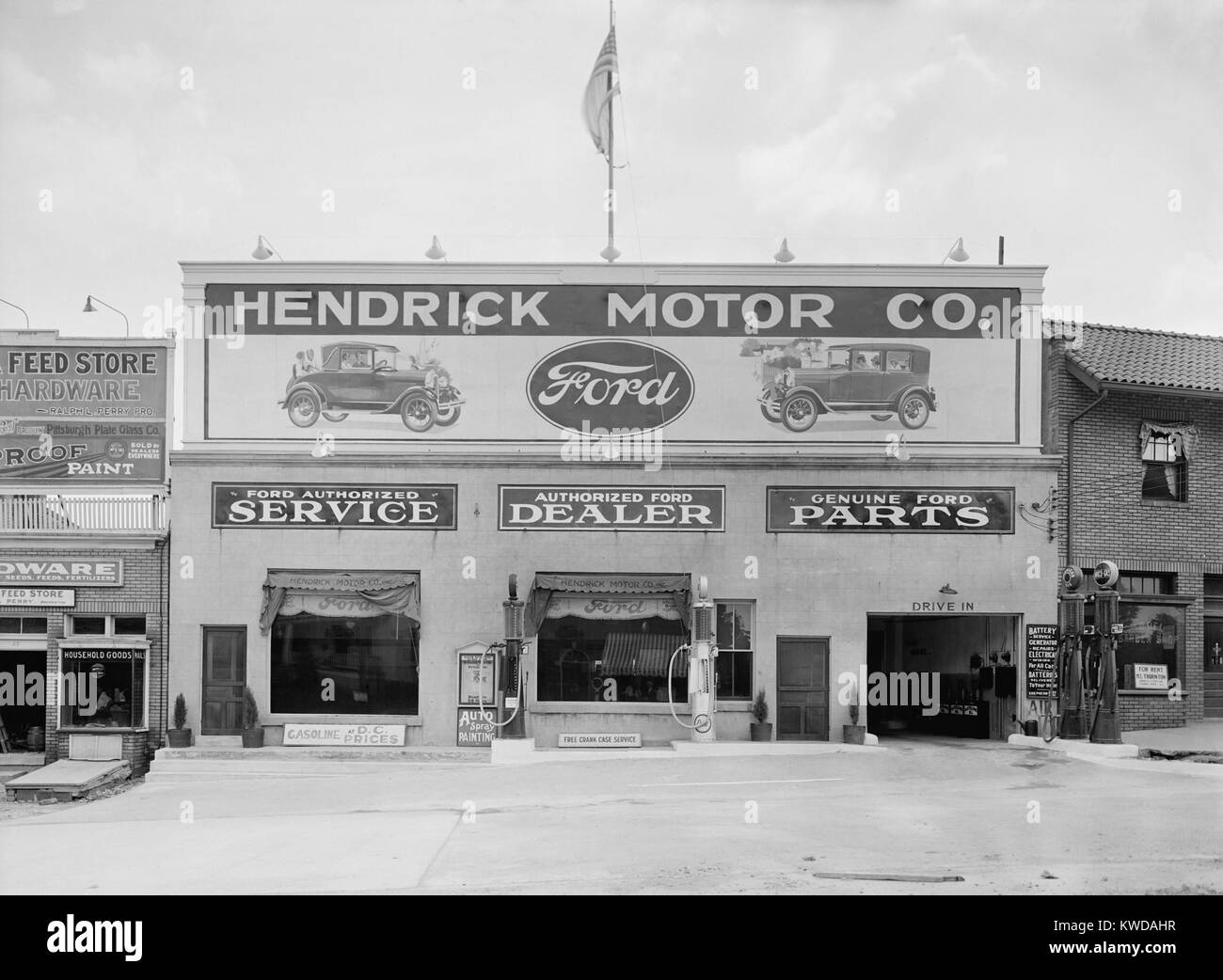 Hendrick Motor Co. in Washington, D.C. in the 1920s. They advertise as an authorized Ford dealer, that provides - Stock Image
