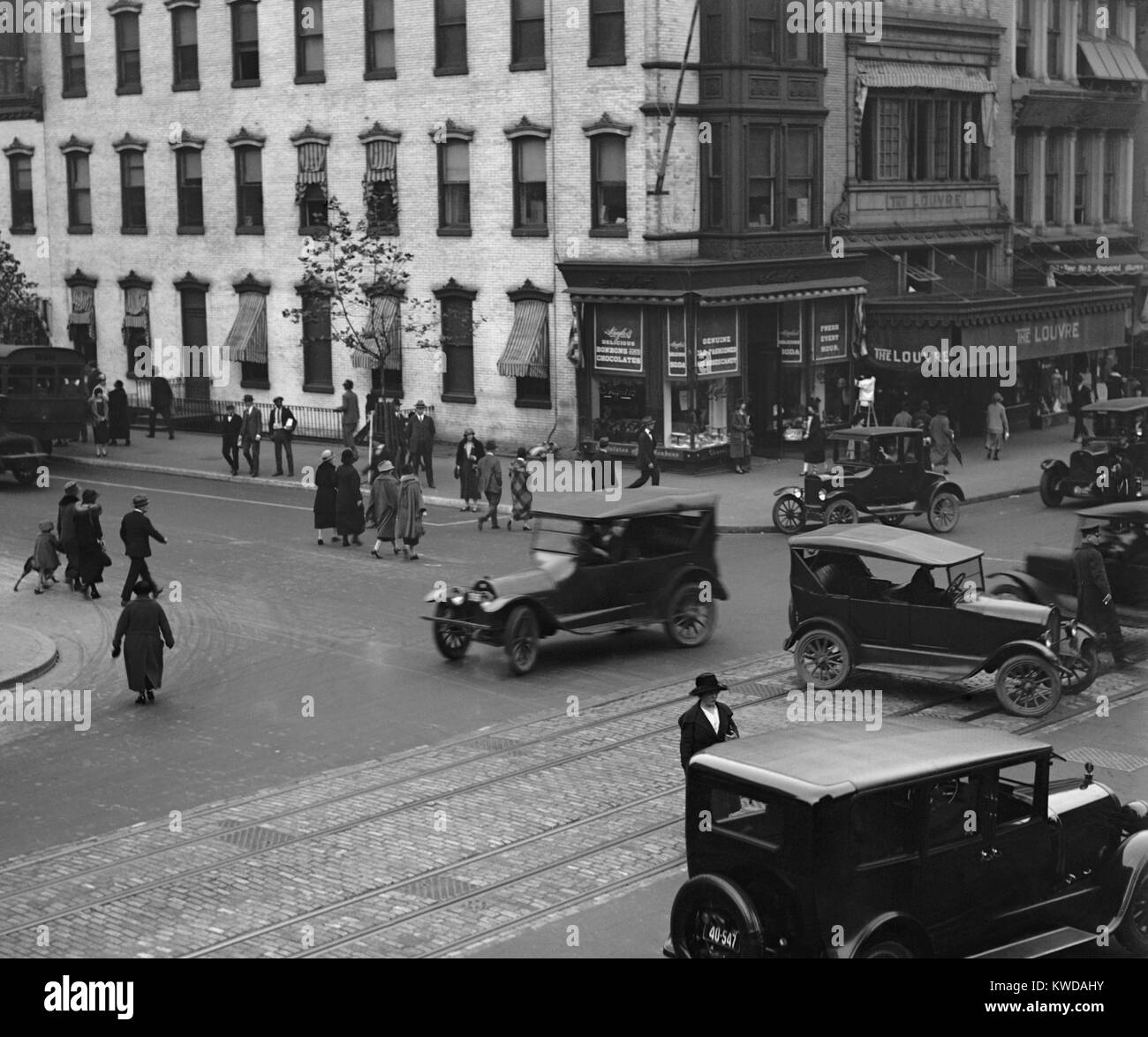 Traffic Signals Black And White Stock Photos Images Alamy Signal Intersection Diagram Also Blank Washington Dc With Automobile Pedestrians In 1924 Were First