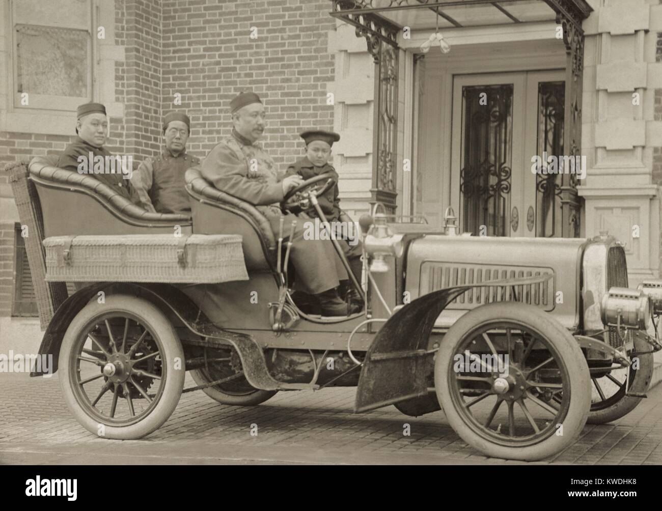 Chinese minister and diplomats in an automobile, Washington, D.C. in 1904. Inner Manchuria, in which the Russo-Japanese - Stock Image