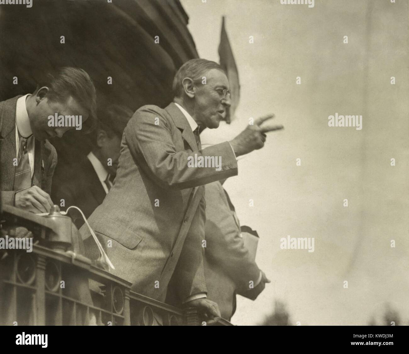 Governor Woodrow Wilson campaigning by train for president in Bradford, Ohio, 1912 (BSLOC_2017_8_96) - Stock Image