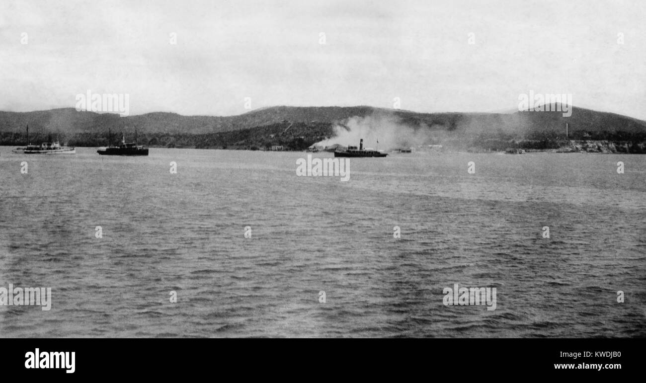 Distant view of US Maines landing at Guantanamo, Cuba, on June 6-10, 1898. The light cruiser USSMARBLEHEAD, - Stock Image