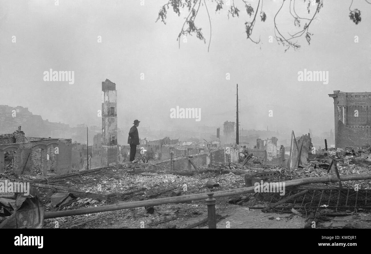 A Chinese man stands in the ruins of San Franciscos Chinatown after the April 18, 1906 earthquake. The Chinese community - Stock Image