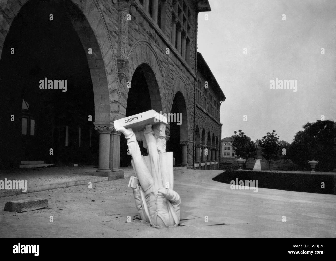 Statue of Louis Agassiz in pavement after the San Francisco Earthquake, 1906. It fell from the Zoology building - Stock Image