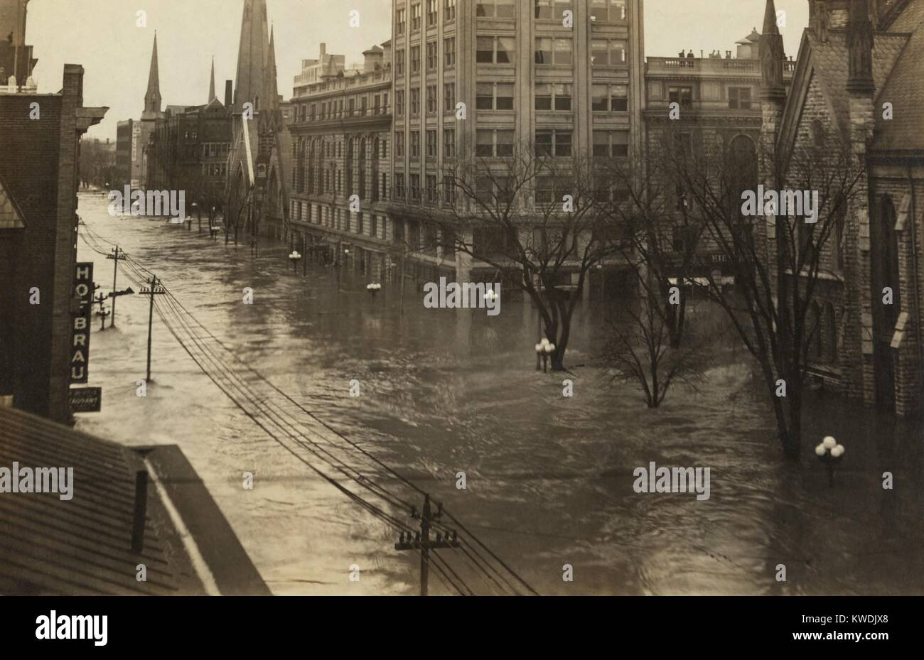 Ludlow Street in downtown Dayton, Ohio, looking north during The Great Flood of 1913. Dayton was totally devastated, - Stock Image