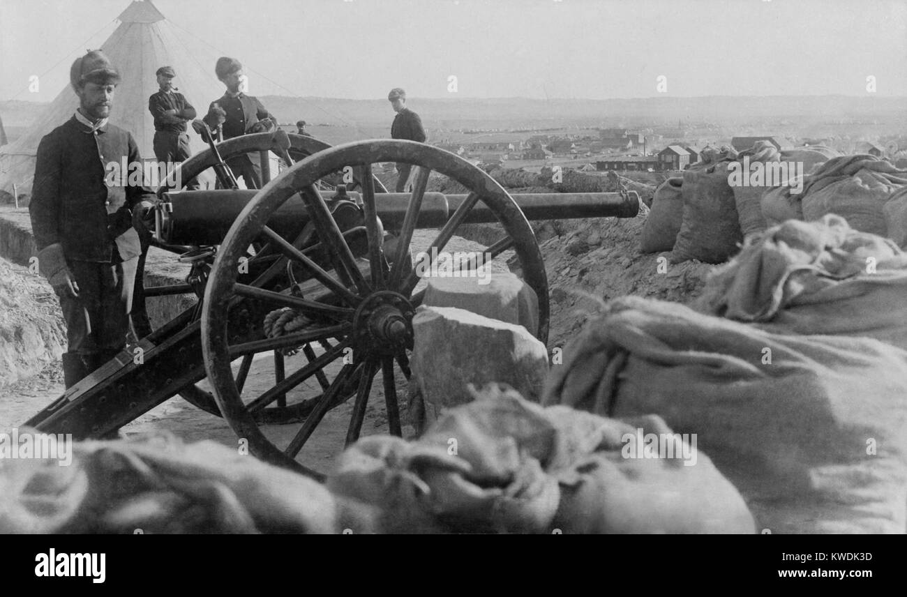 Soldiers with Hotchkiss cannon they fired during the Wounded Knee Massacre of Dec. 29, 1890. The guns were placed - Stock Image