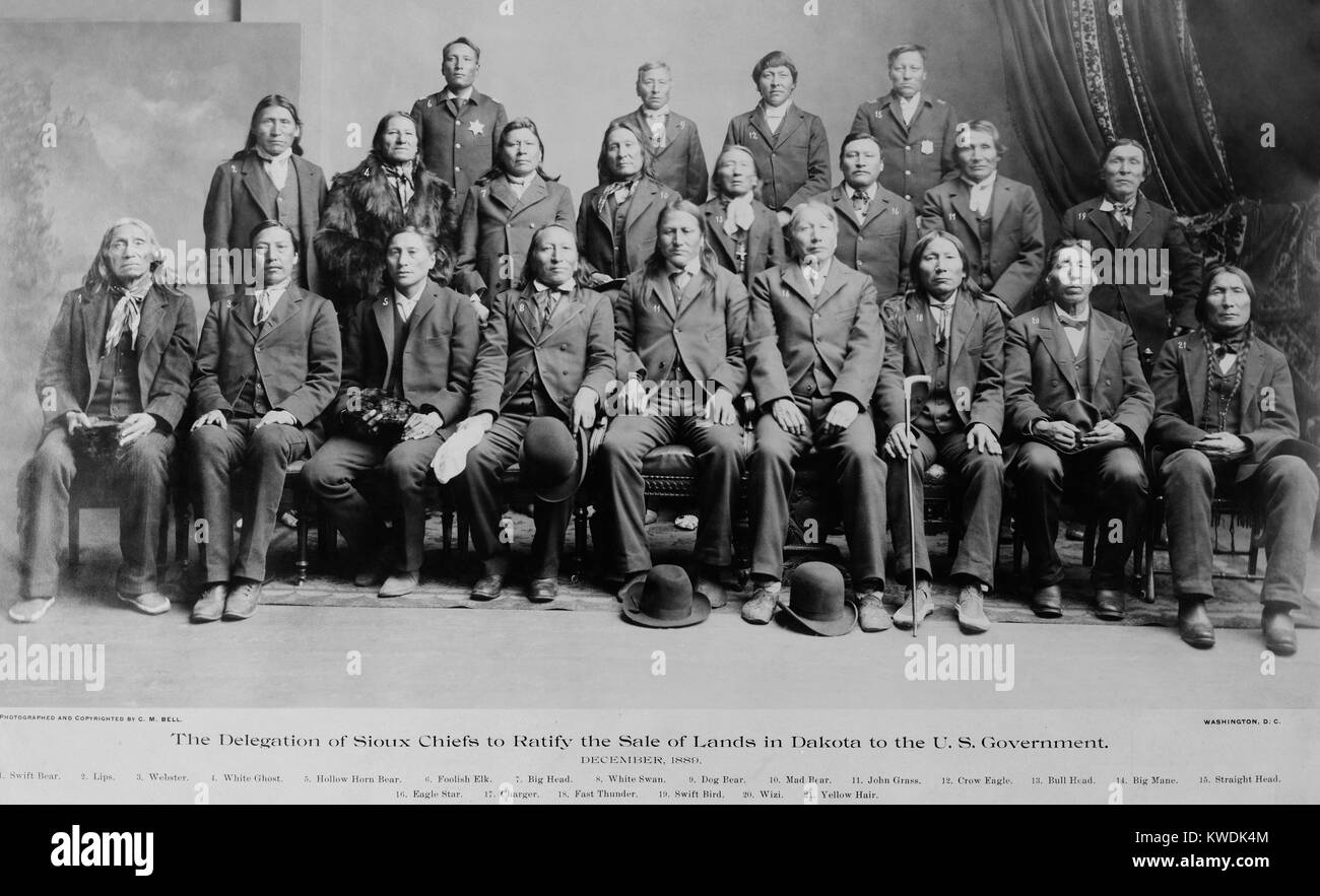 Sioux chiefs who ratified the sale of Indian land to the US government, Dec. 1889. These chiefs lost prestige for - Stock Image