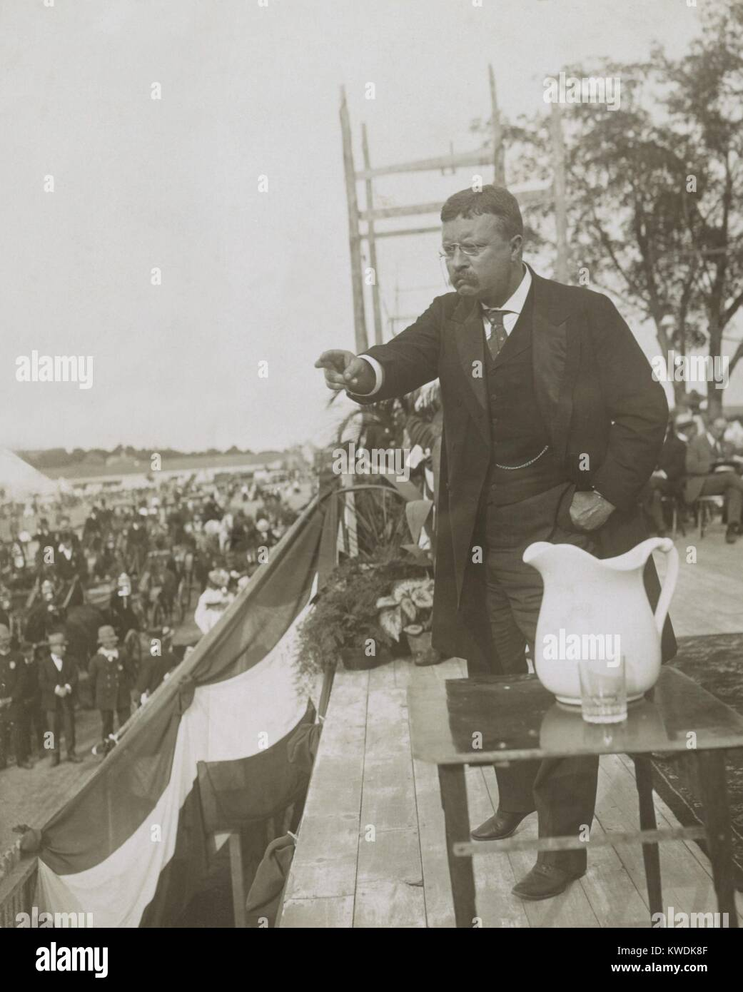 Theodore Roosevelt delivering a speech, Concord, N.H., during his New England tour, August 28, 1902. Before electronic - Stock Image