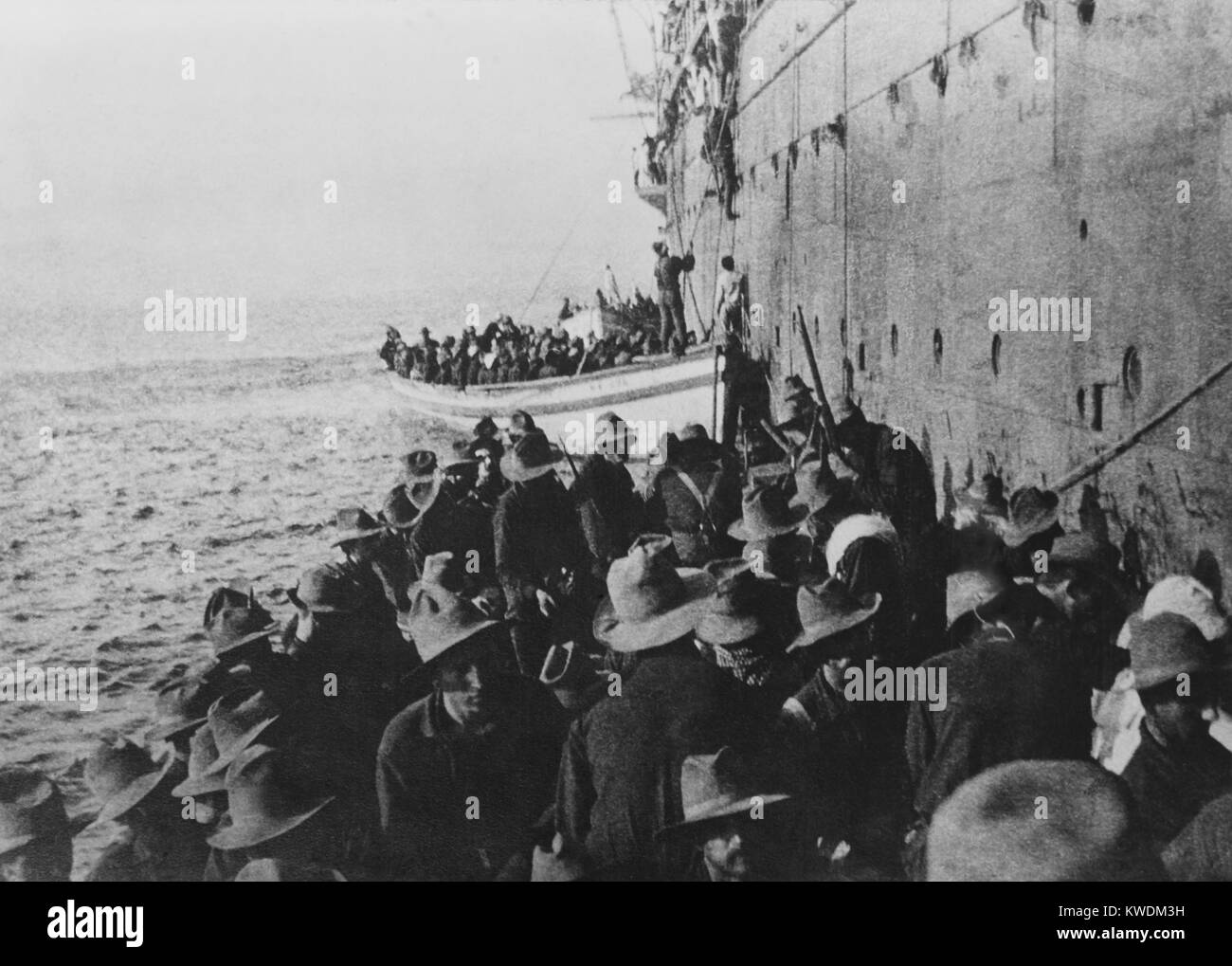 Amphibious landing at Arroyo, Puerto Rico, August 3, 1898 during the Spanish American War. US soldiers of Company - Stock Image