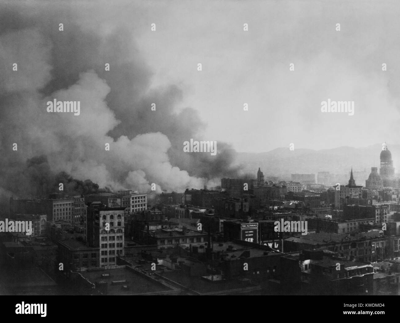 Smoke billowing over San Francisco, after April 18, 1906 earthquake. View from Stock Exchange building at the beginning - Stock Image
