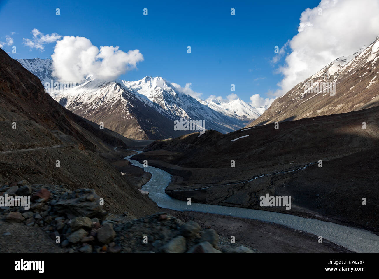 Himalayan landscapes around Chandra Taal during Spiti Valley Road Trip. - Stock Image