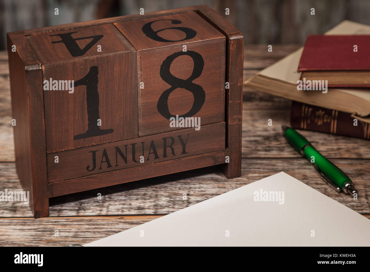 Perpetual Calendar in desk scene with blank diary page, January 18th - Stock Image