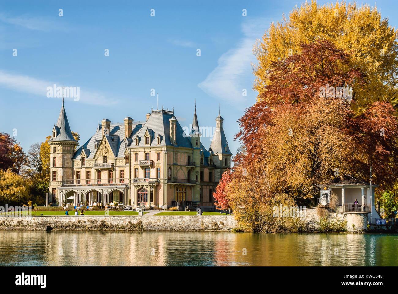 Schadau Castle at Lake Thun, Switzerland, Schweiz | Schloss Schadau am Thunersee, Kanton Wallis, Schweiz Stock Photo