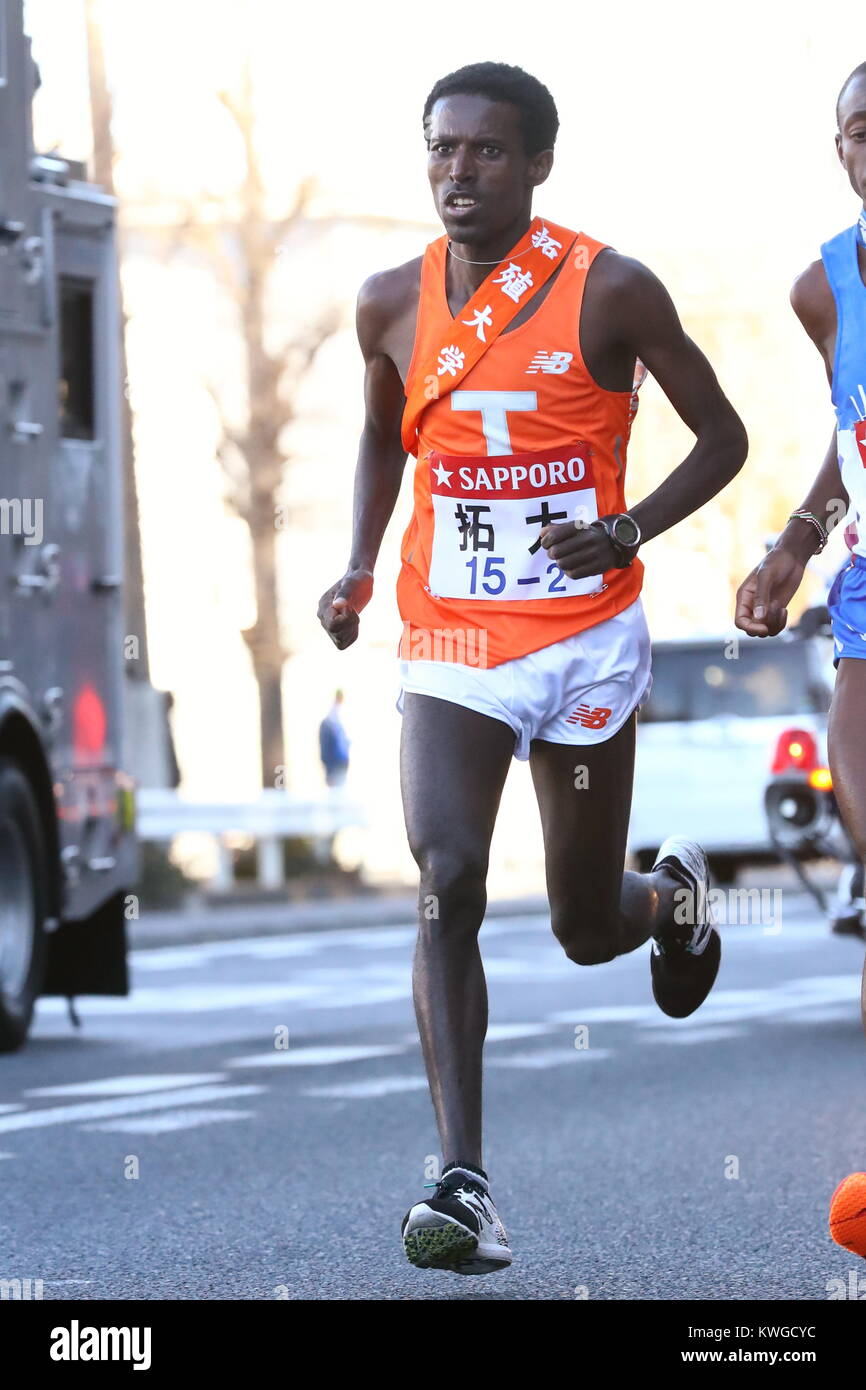 kanagawa, Japan. 2nd Jan, 2018. Workneh Derese (), JANUARY 2, 2018 - Ekiden : The 94th Hakone Ekiden Race, 2nd Section Stock Photo
