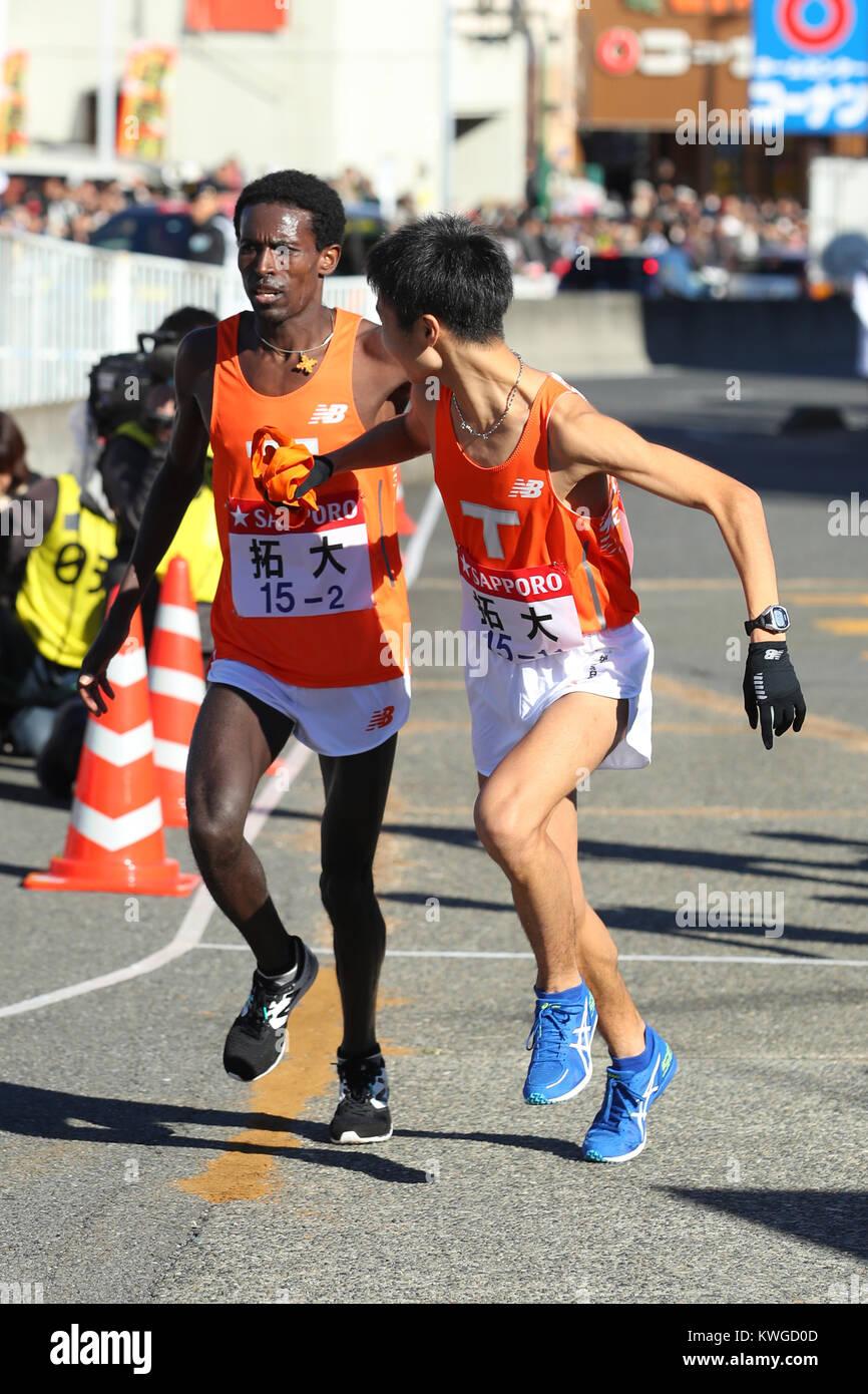Kanagawa, Japan. 2nd Jan, 2018. (L-R), Akira Akazaki () Ekiden : The 94th Hakone Ekiden Race Totsuka Relay place Stock Photo