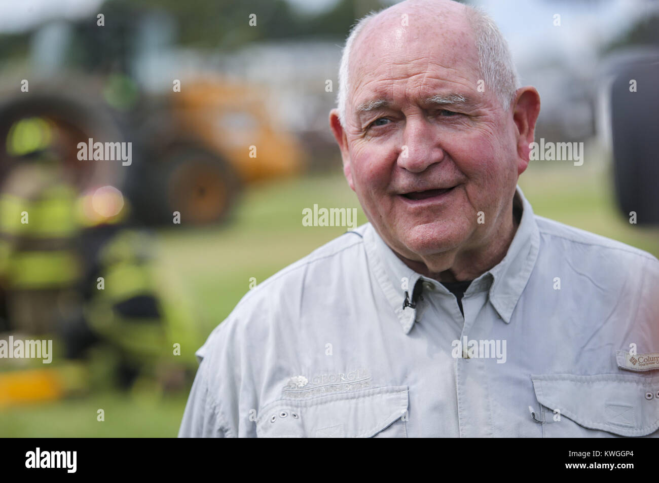 Davenport, Iowa, USA. 6th Aug, 2017. U.S. Secretary of Agriculture Sonny Perdue talks to members of the media during - Stock Image