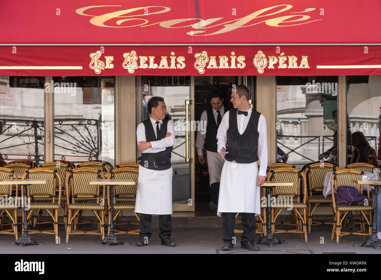 France, Paris, Facade of restaurant cafe with waiters at the ready - Stock Image
