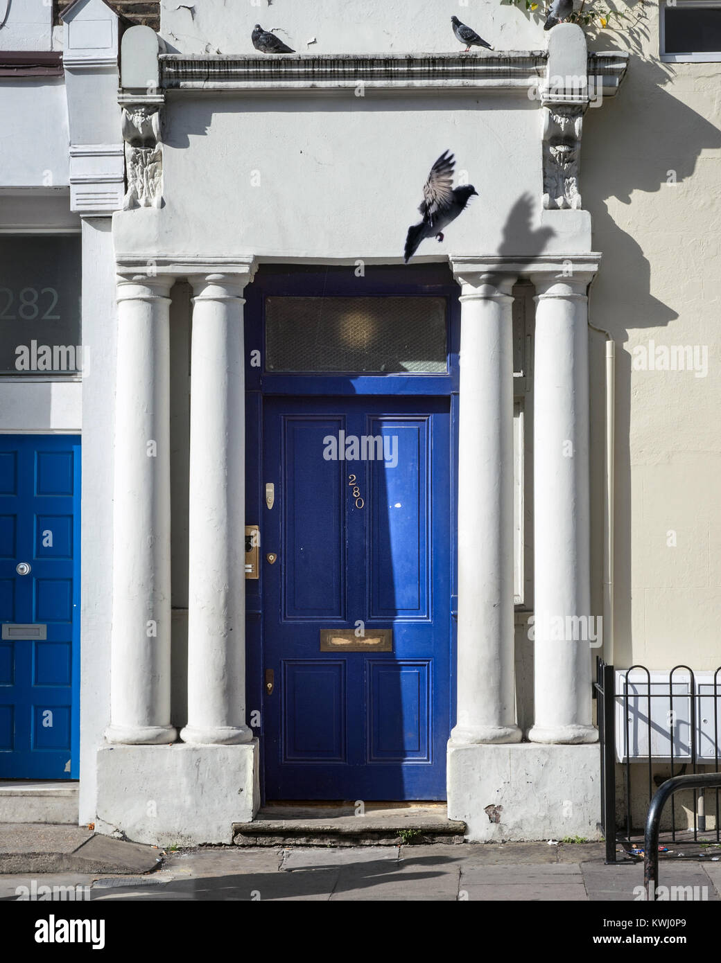 The Blue Door from the film 'Notting Hill' - Stock Image