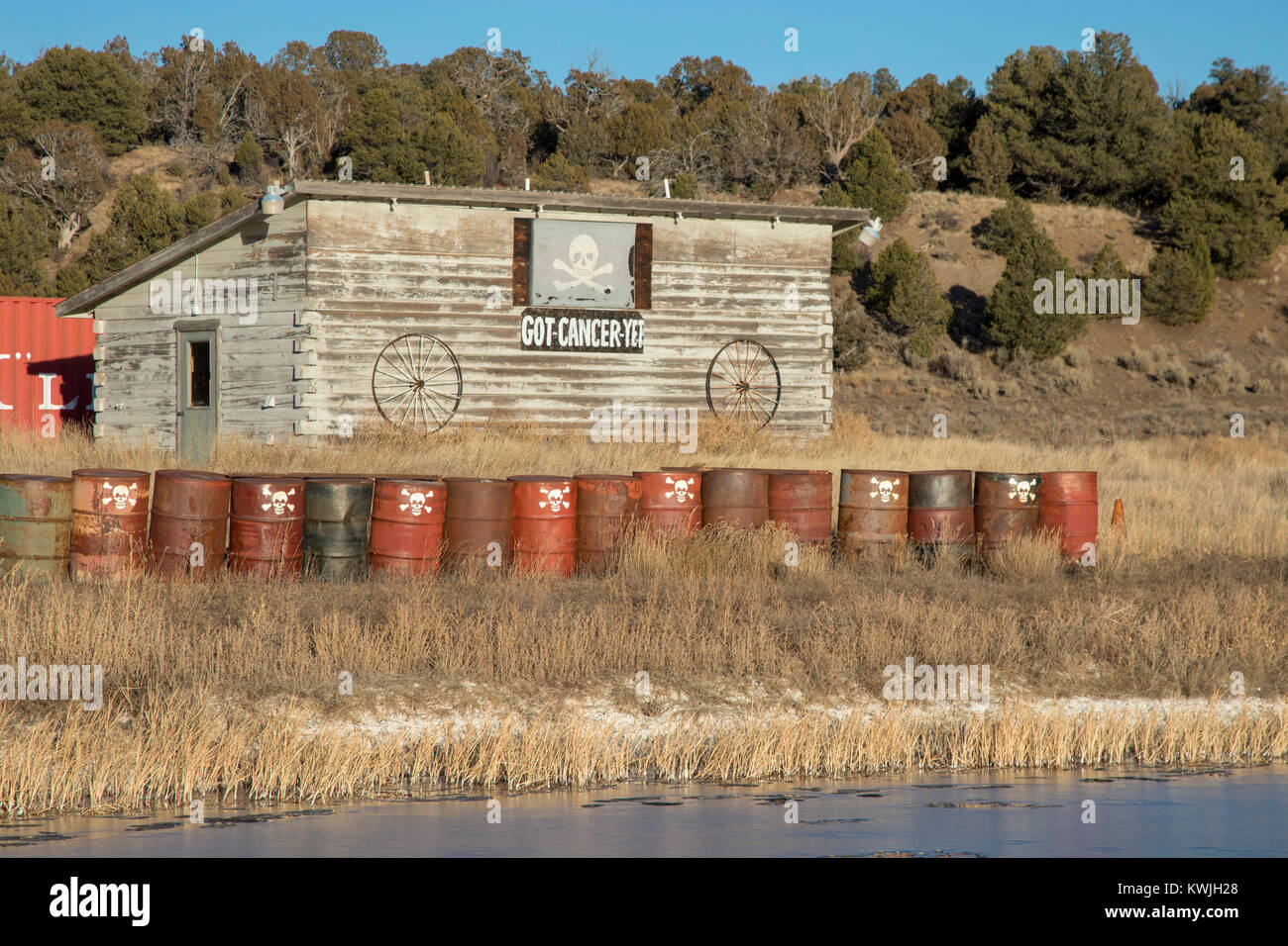 Mancos, Colorado - A closed Sinclair gas station/convenience store with leaking underground gasoline storage tanks. - Stock Image