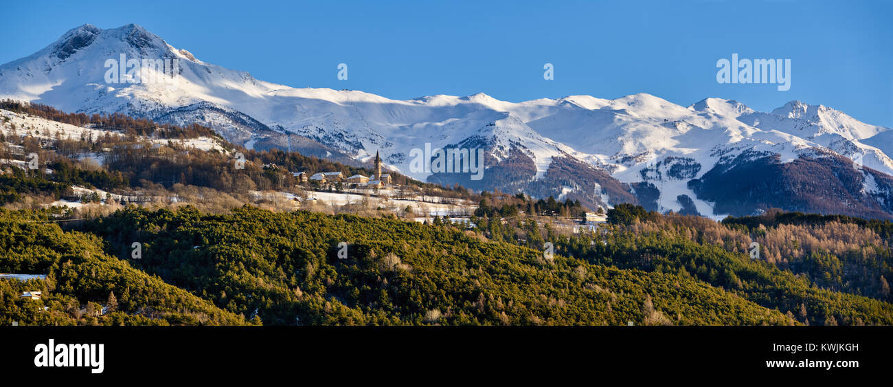 Winter panoramic view of the Saint-Sauveur village and the Les Orres sky resort in the background. Hautes-Alpes, - Stock Image