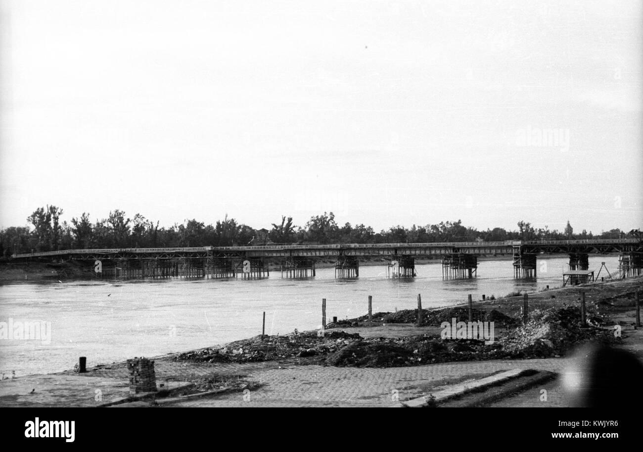 Újpesti rakpart a Radnóti Miklós (Sziget) utcánál, a Manci híd első, cölöphíd - Stock Image