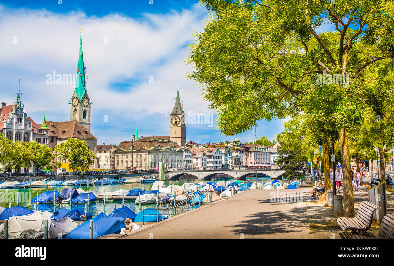 Historic Zürich city center with famous Fraumünster and St. Peter Churches and river Limmat at Lake Zürich - Stock Image