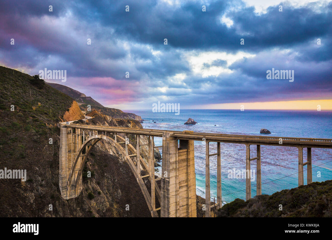 Scenic view of historic Bixby Creek Bridge along world famous Highway 1 in evening twilight, Big Sur, California, - Stock Image