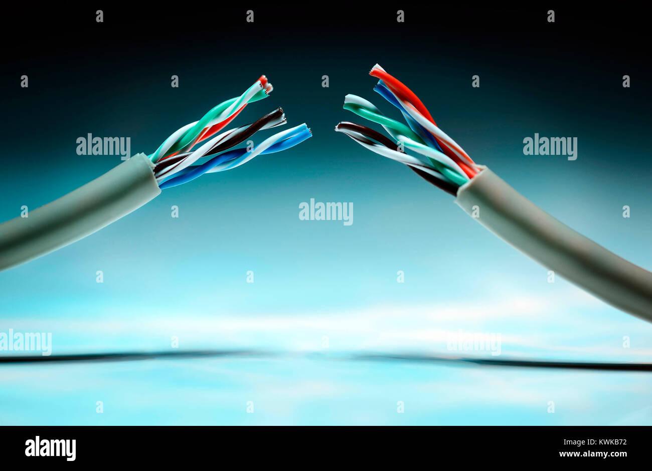 Cut data cable, safe Harbor data protection agreements, Durchgeschnittenes Datenkabel, Safe Harbor Datenschutzabkommen Stock Photo