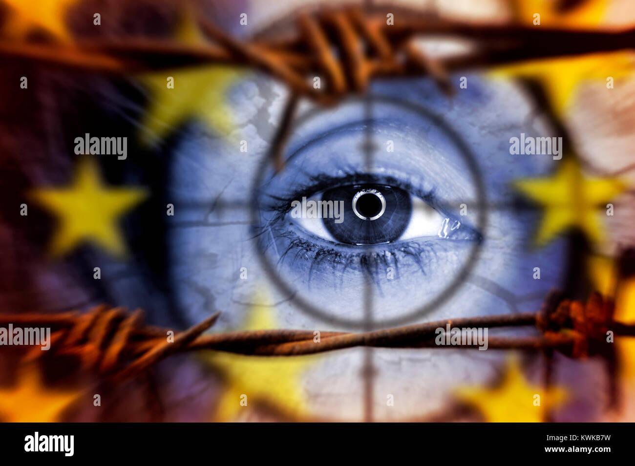 Eye behind barbed wire, symbolic photo refugee's crisis, Auge hinter Stacheldraht, Symbolfoto Fl?chtlingskrise - Stock Image