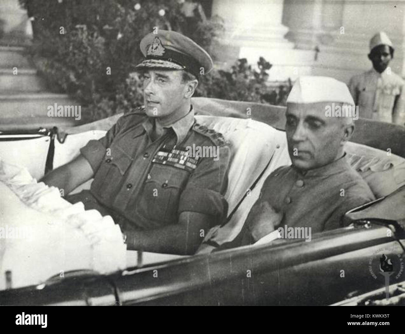 Jawaharlal Nehru with Lord Mountbatten in Singapore, 1946 - Stock Image