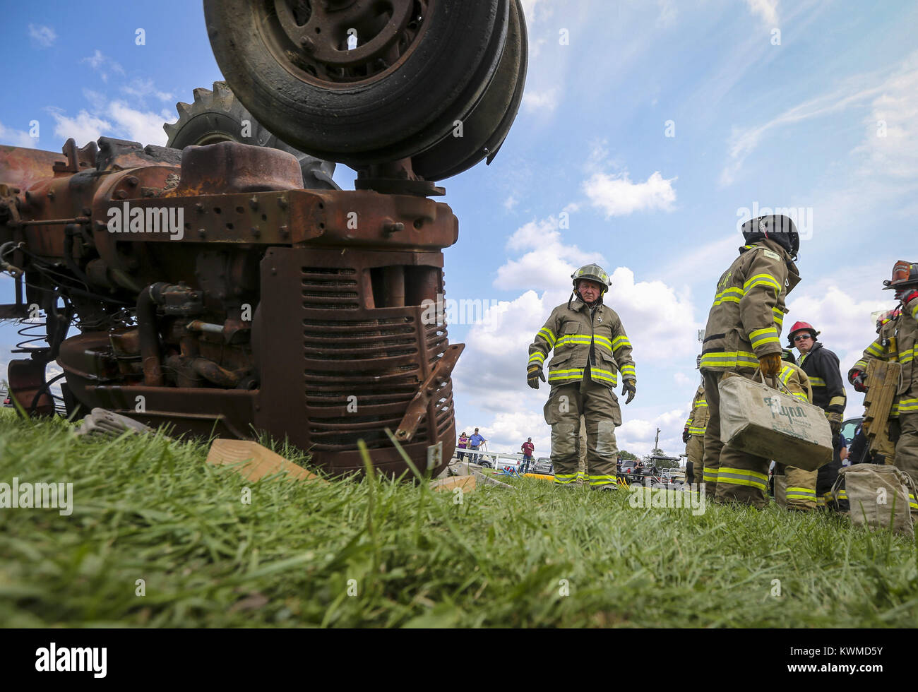 Davenport, Iowa, USA. 6th Aug, 2017. U.S. Secretary of Agriculture Sonny Perdue looks at an overturned tractor to - Stock Image