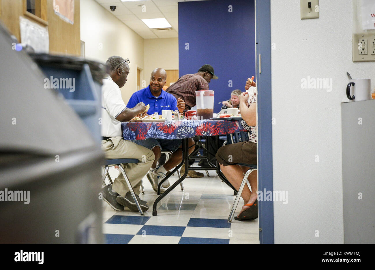 August 5, 2016 - Davenport, Iowa, U.S. - LeShawn Townsend sits down for lunch with other residents and staff at - Stock Image