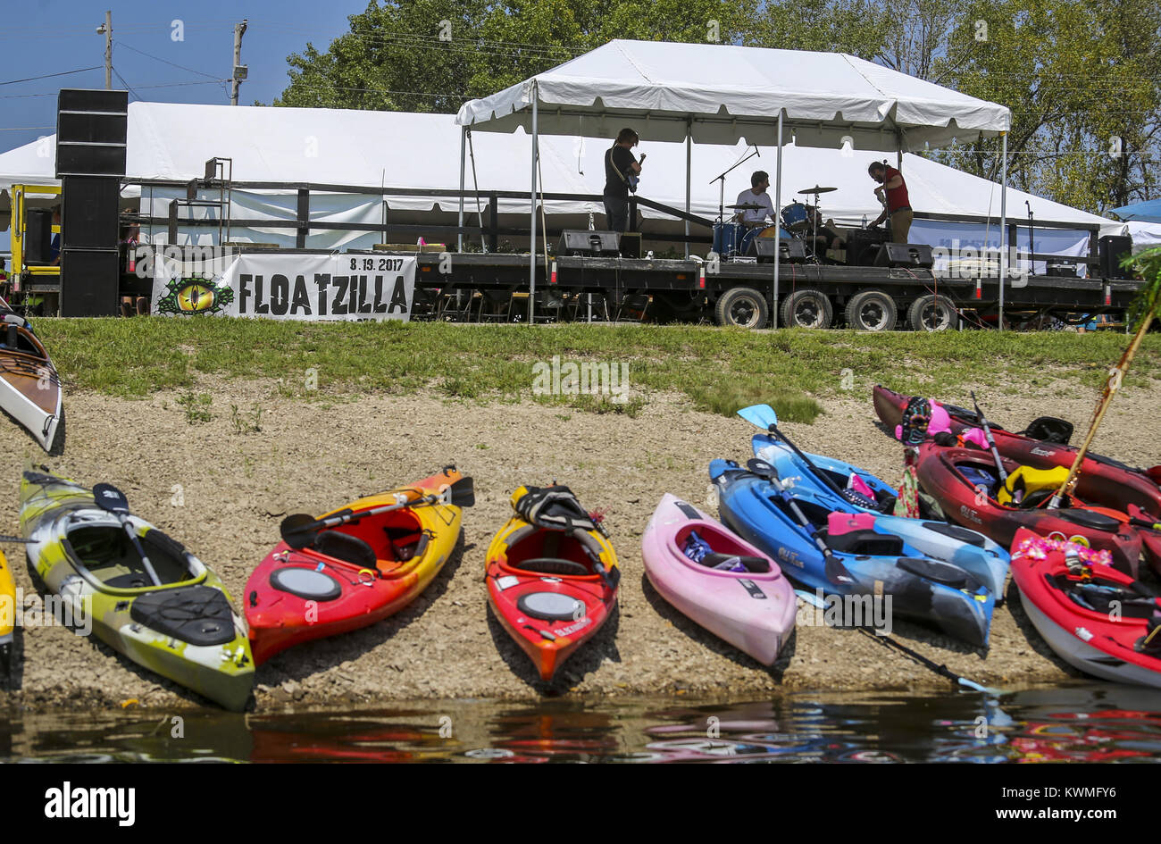 Rock Island, Iowa, USA. 19th Aug, 2017. Kayaks are seen along the shore of Lake Potter in Rock Island on Saturday, Stock Photo