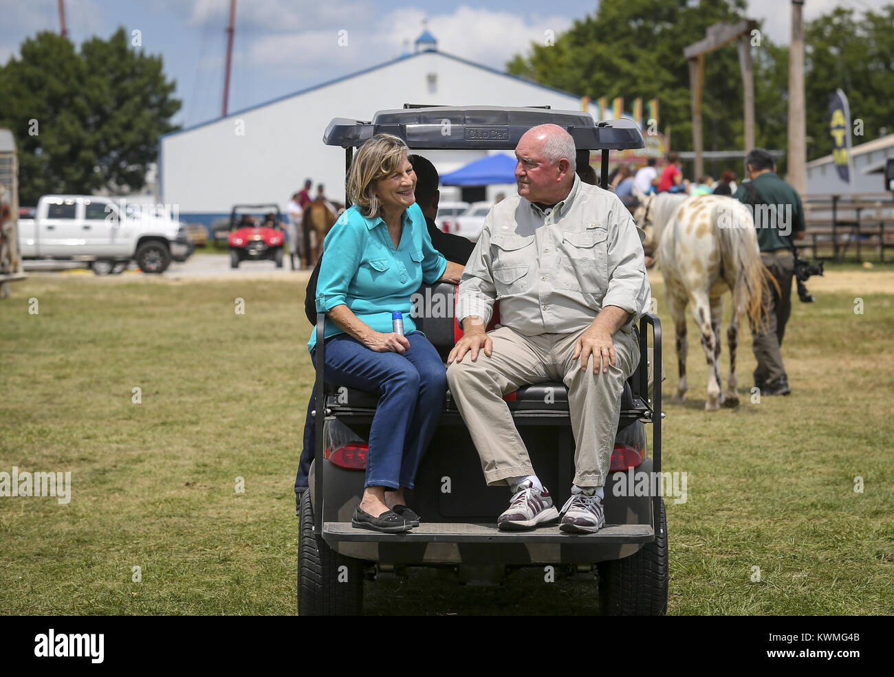 Davenport, Iowa, USA. 6th Aug, 2017. U.S. Secretary of Agriculture Sonny Perdue and wife, Mary Ruff, ride on the - Stock Image